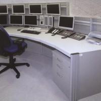 stanowisko operatorskie z telefonami i drukarką