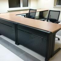biurko łamane z dwoma krzesłami